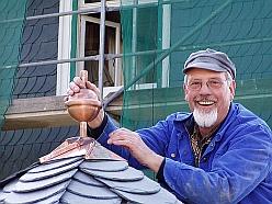 Reparatur des Glockendaches im Voerder Zönchen